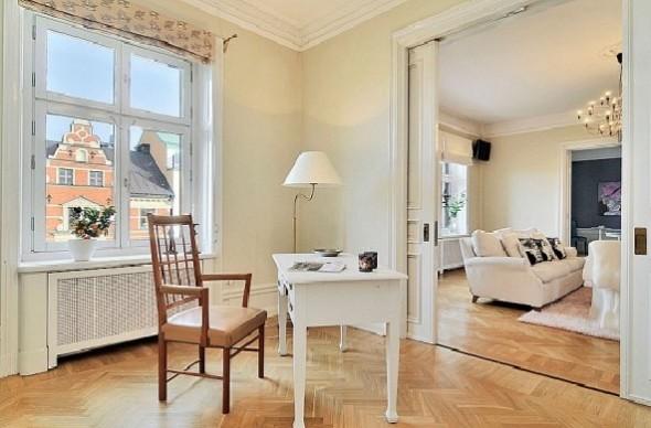 Classic Interior Decor Apartment-table