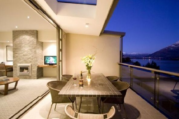 Luxury Dining Table Apartment Lake Views