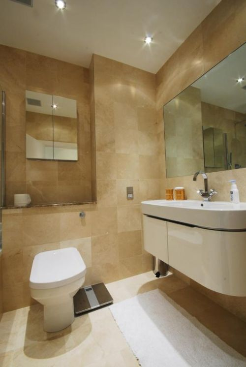 Luxury Two Bedrooms Apartment in London Bathroom