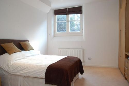 Master bedroom Apartment at the Palace Court Notting Hill