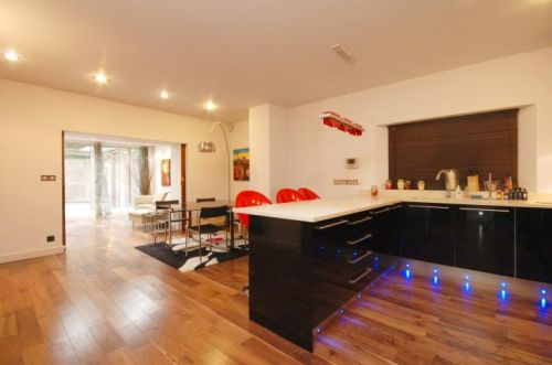 apartment with private garden, bar