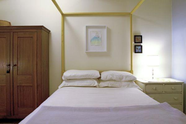 Green Theme NY Apartment Interior03