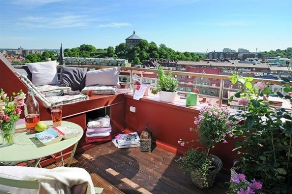 clean swedish apartment-balcon